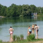 Das Landratsamt hat ein Badeverbot für den Weitmannsee verhängt.