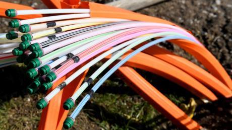 Glasfaserkabel sind in vielen Haushalten ein begehrtes Gut, andere Familien interessiert das kaum. Wie der Ausbau in Diedorf laufen soll, ist noch unklar.