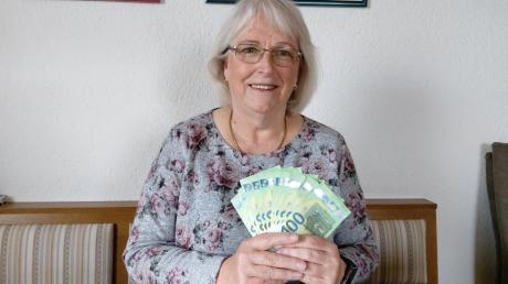 Über 1000 Euro Gewinn freut sich Claudia Beckerbauer aus Kissing.