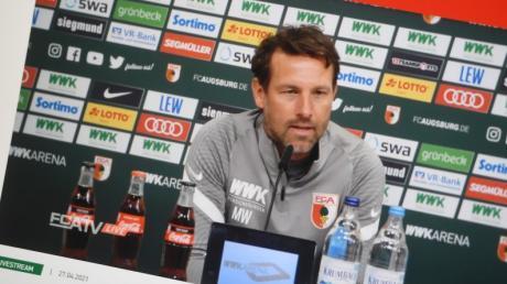 Markus Weinzierl fiebert seinem ersten Spiel für den FC Augsburg gegen den VfB Stuttgart entgegen.