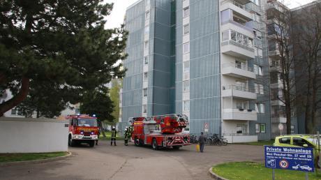 Mit einem kompletten Löschzug war die Neuburger Feuerwehr in der Max-Peschl-Straße.