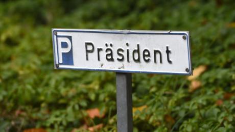 Auf dem Parkplatz des Verbandspräsidenten standen in den vergangenen Jahren Autos unterschiedlichster Besitzer. Bald wird schon der nächste Kandidat seinen Wagen abstellen.