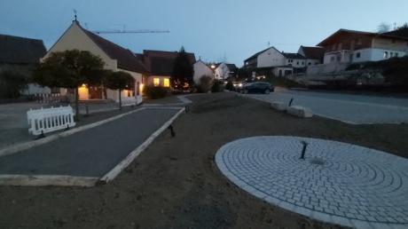 Die Dorferneuerung ist am Rathausplatz in Heretsried fast abgeschlossen.
