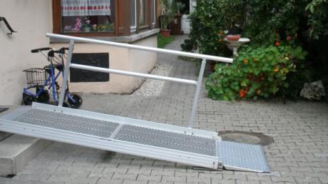 Eine ambulant betreute Wohngemeinschaft soll in Inchenhofen entstehen. Unser Symbolbild zeigt den Eingang der Senioren-WG Regenbogen in Aichach - zugänglich auch mit dem Rollstuhl.