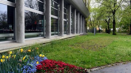 Diese Wiese im Gersthofer Nogentpark beim Hallenbad soll im Zuge der Einrichtung eines Naturklassenzimmers zur Blühwiese werden.