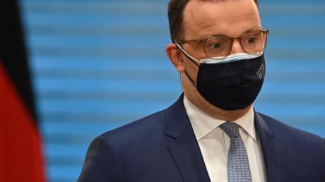 Bundesgesundheitsminister Jens Spahn (CDU) strebt eine sofortige Freigabe des Corona-Impfstoffs von Astrazeneca für alle Impfwilligen an.