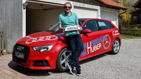 Manfred Huber hat eine Fahrschule in Dießen und muss sich immer wieder auf neue Regeln einstellen – nicht nur hinsichtlich Corona.