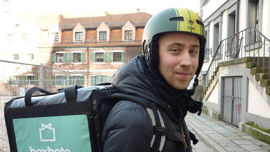 Maximilian Rank fährt für den Lieferdienst Boxbote in Augsburg.