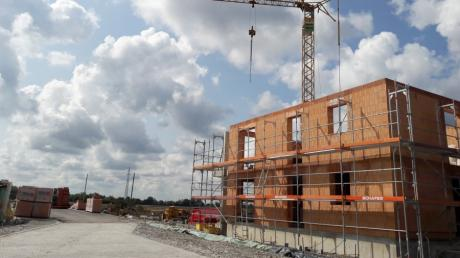 Alle wollen Wohnungen - aber lieber nicht neben dem eigenen Häuschen. Neubaugebiete - hier an der Friedberger Afrastraße - sind oft umstritten