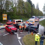 Rund zwei Stunden gesperrt war die Bundesstraße 16 bei Neuburg nach einem Verkehrsunfall auf Höhe der Ausfahrt Feldkirchen.