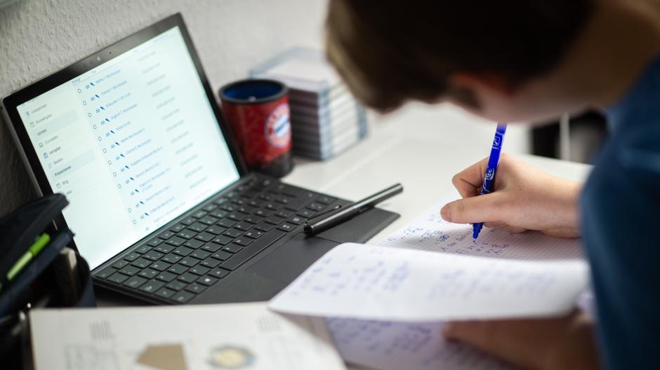 Wegen Corona findet der größte Teil des Unterrichts digital statt. Doch auch hier sind kreative Lernmethoden möglich.