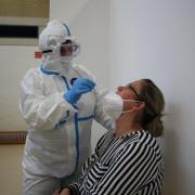 Auch die Mitarbeitenden haben sich am Donnerstag testen lassen, zum Beispiel Rebecca Mura von der Feuerwehr Rieden.