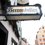 Die Tradition des Gasthauses Herrenkeller in der Herrenkellergasse 4 in Ulm geht bis ins Mittelalter zurück.