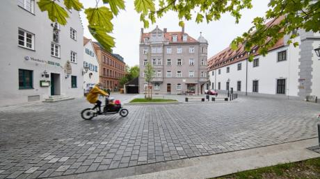 Anwohner wollen, dass der neu gestaltete Platz am Ende der Augsburger Spitalgasse frei bleibt. Laut Stadtrat ist auch eine gastronomische Nutzung an dem Platz am Roten Tor denkbar.
