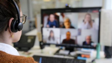 Seit Mitte März sind auch in Bayern Gemeinderatssitzungen per Videokonferenz erlaubt.