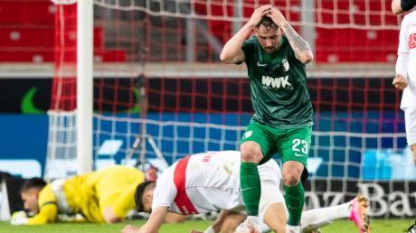 Wieder nichts - trotz guter Leistung: FCA-Stürmer Marco Richter hatte mehrfach die Chance auf ein Tor, scheiterte aber entweder an Stuttgarts Keeper Bredlow oder zielte daneben.
