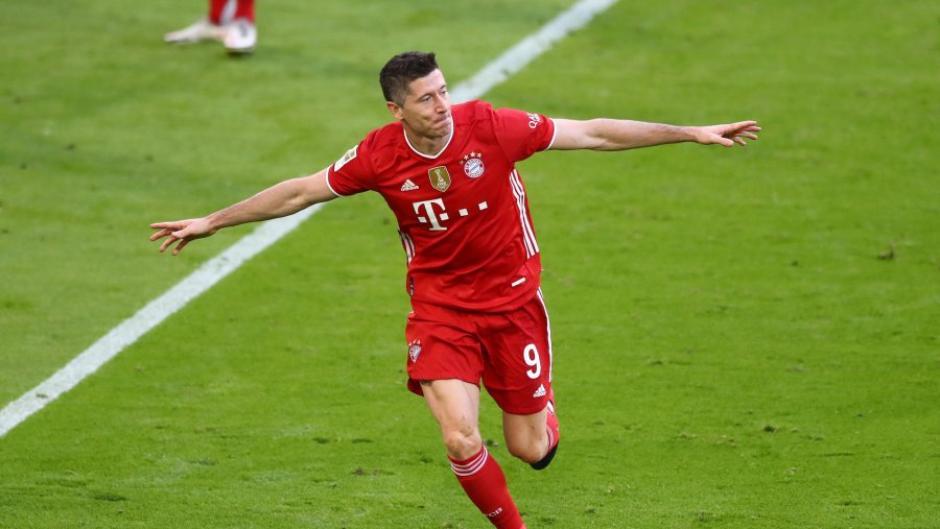 Robert Lewandowski machte beim Sieg des FC Bayern gegen Mönchengladbach weitere Treffer auf den Rekord von Gerd Müller gut.