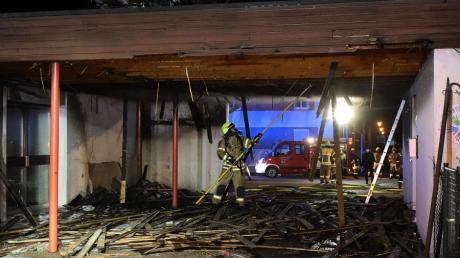 Der Mülltonnenbrand am 20. März an der Grundschule Ichenhausen war heftig.