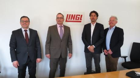 Eine neue Perspektive für die Firma Lingl: Unser Bild zeigt von links Winfried Hein Geschäftsführer der Firmen Lippert und Lingl, den neuen Lingl-Inhaber Hubert Schug, Lingl-Geschäftsführer Alexander Kögel und Insolvenzverwalter Christian Plail.