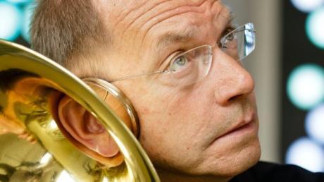 Der ehemalige Hornist der Berliner Philharmonie Klaus Wallendorf wird das Hornkonzert in Friedberg moderieren.