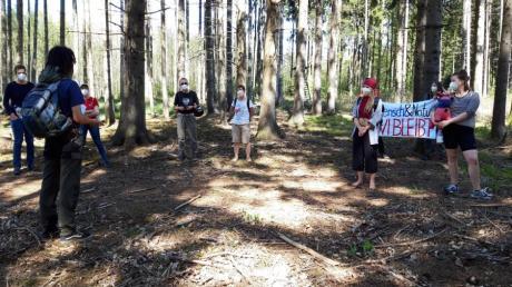Organisiert hatte die Führung durch den Meitinger Lohwald der angehende Förster Nico Kleitsch zusammen mit dem Bannwald-Bündnis Unterer Lech.