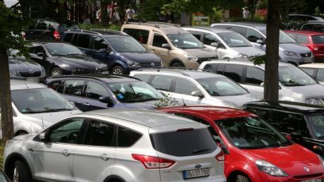 Silber und Grau sind bei den Augsburgern als Autofarben recht beliebt; VW und Opel haben die höchsten Anteile im Pkw-Bestand.