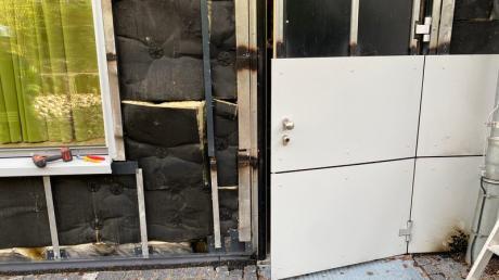 Unbekannte haben am Sonntag eine Schulfassade in Oettingen beschädigt.