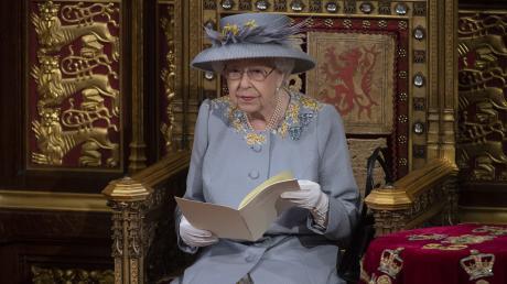 """Elizabeth II. am Dienstag im Westminster-Palast bei ihrer """"Queen's Speech""""."""