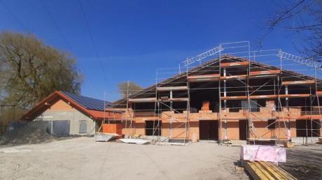 Es geht voran mit dem Bau des Mutter-Kind-Hauses auf Gut Raucherberg in Wielenbach. Auch ein Dießener Architekturbüro arbeitet an dem Projekt mit.