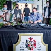 Schon im vergangenen Jahr ging das Kühbacher Brauereifest mit den Local DJ Heroes virtuell über die Bühne. Das Foto von damals zeigt (von links): Alex Bolzer, Pitzekind, DJ Ginscha, DJ Bartho, DJ Fresh und DJ D-Tronic. Am Samstag, 15. Mai, gibt es wieder ein Brauereifest im Live-Stream.