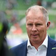 Stefan Reuter kann mit dem FC Augsburg am Wochenende den Klassenerhalt in der Fußball-Bundesliga schaffen.