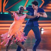"""""""Let's Dance"""" 2021 war gestern mit Folge 12, Live-Show 10, im TV zu sehen. Hier im Nachbericht erfahren Sie alles über die Tänze und Kandidaten."""