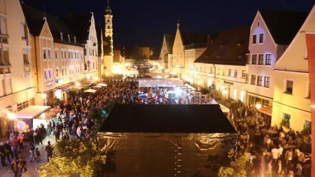 Ein Blick aus dem Rathausfenster Oberer Stadtplatz beim Aichacher Stadtfest 2019. In diesem Jahr fällt es wiederholt aus. Dafür soll der Aichacher Musiksommer fortgesetzt werden.