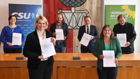 """""""Zukunftsplan für Augsburg"""": Diesen Namen trägt der schwarz-grüne Koalitionsvertrag, der vor mehr als einem Jahr unterzeichnet wurde."""