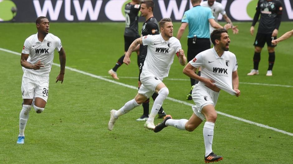 Rani Khedira (rechts) feiert seinen Treffer zum 1:0.