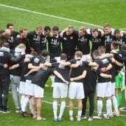 Der FCA schlägt Werder Bremen mit 2:0 und sichert sich den Klassenerhalt.