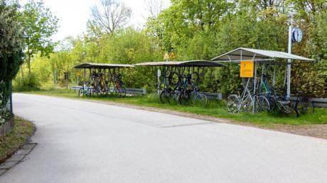 Der alte Fahrradständer am Bahnhof von Oberottmarshausen soll einer neuen, erweiterten Fahrradabstellanlage weichen.