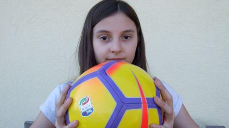 Länderball ist ein Klassiker unter den Kinderspielen. Schon Opa und Oma haben es gespielt. Notwendig dazu sind lediglich ein Ball und etwas Treffsicherheit.