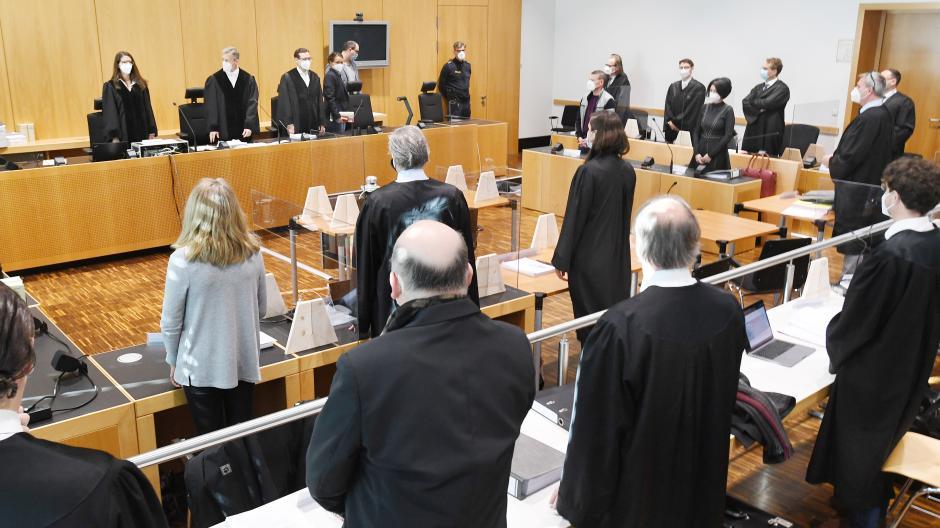 Im Prozess um einen großangelegten Pflegebetrug sagen ehemalige Mitarbeiterinnen des Pflegedienstes als Zeuginnen vor dem Augsburger Landgericht aus.