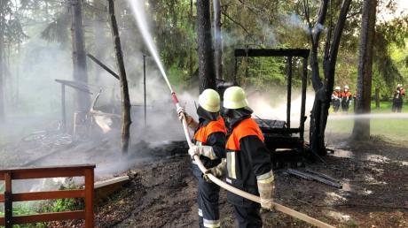Im Höchstädter Stadtteil Sonderheim ist ein Wohnwagen mit Holzanbau ausgebrannt.
