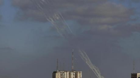 Raketen werden aus dem Gazastreifen auf Israel abgefeuert (Foto vom Montag).