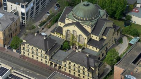 Die frühere Präsidentin des Zentralrats der Juden in Deutschland, Charlotte Knobloch, wünscht sich mehr Besuche in Synagogen von Schulklassen.