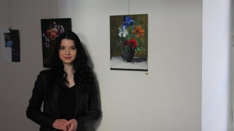 Letizia Mayer ist eine junge Künstlerin aus Aichach, die ihre Werke im Rathaus ausstellt.