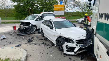 Bei einem Unfall bei Elchingen sind vier Menschen verletzt worden.