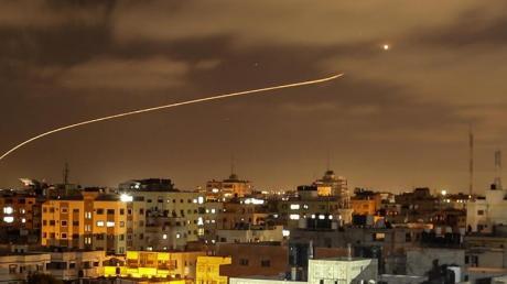 Ein Bild aus vergangenen Tagen: Israels Raketenabwehrsystem fängt Raketen ab, die aus dem Gazastreifen in Richtung Israel abgefeuert werden.