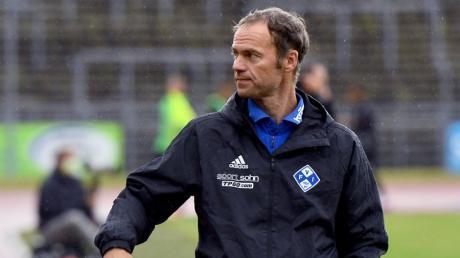Neu-Fußball-Lehrer Marco Konrad kann sich freuen: Er dürfte jetzt sogar Bundesligisten coachen. Konrads Heimatverein ist der TSV Bissingen, in der Bayernliga kickte er für den FC Gundelfingen.