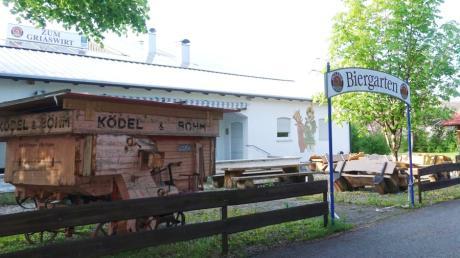 Werden die Bänke im Biergarten beim Griaswirt bald wieder aufgestellt? Das hofft nicht nur Gastwirt Markus Holl.