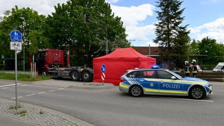 Bei einem Unfall in Burlafingen kam eine 81-Jährige ums Leben.
