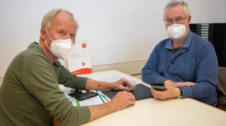 Rudolf Hölzemann (links) und Peter Wyss helfen Menschen mit geringen Einkommen dabei, Energie und Kosten zu sparen.