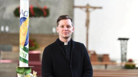 Pfarrer Benedikt Huber erklärt aktuelle Entwicklungen bei den Pfarrbüros in Langweid, Stettenhofen und Lützelburg.